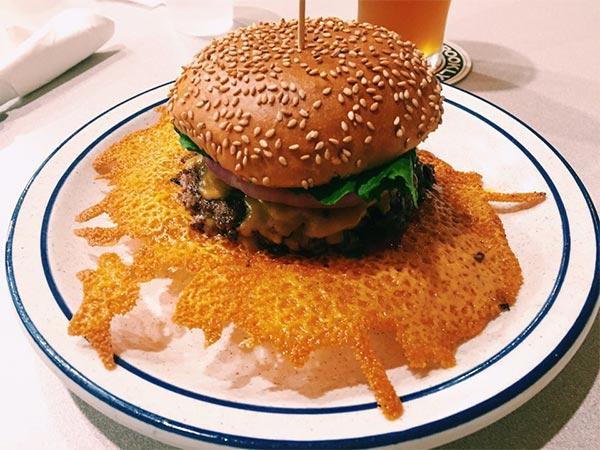 5. 手工漢堡 & 捲餅 如果你有信心可以吃得很美很有氣質,那沒有問題!....可素,如果你平時就不是個乾淨利落的人,在這麼重要的時刻,還是不要挑戰了哈!!