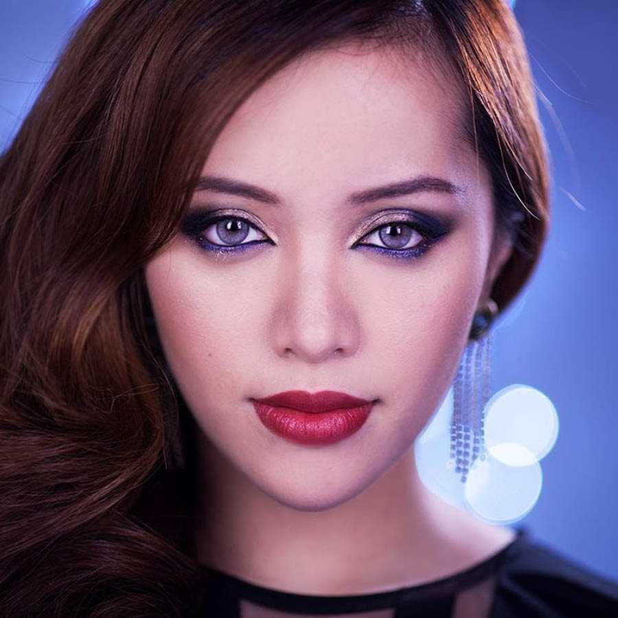 歐美人比起亞洲人在妝容上很喜歡修容,用深色系的修容產品來進行臉部「微整形」,而日韓的妝容不會太關心臉部的輪廓感,反而更喜歡用簡單的腮紅讓整個人看上去更顯年輕。