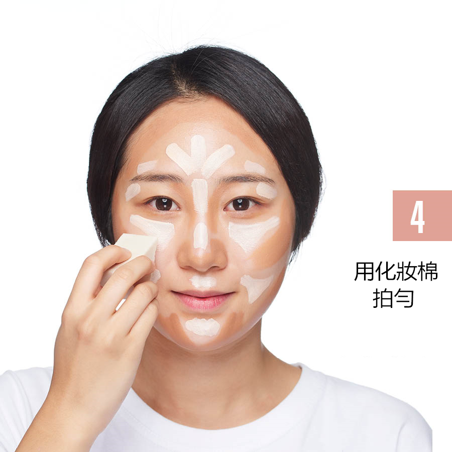 想要更自然的Contouring Makeup,再用手指攤開之後再用化妝棉輕輕的拍勻,讓暗色和亮色粉底液自然的融合在一起。