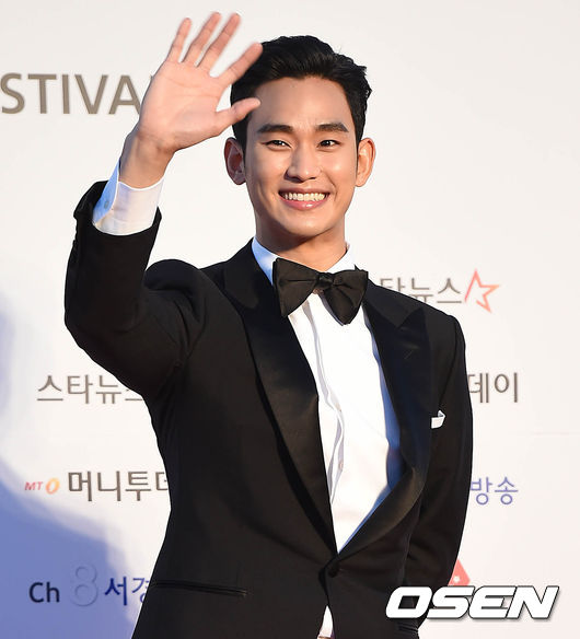 #2位 金秀賢 以MBC《泡菜奶酪微笑》正式出道,後憑藉《Giant》獲得SBS演技大賞新星賞;出演《Dream High》宋森動一角後人氣急升,主演《擁抱太陽的月亮》創下42.2%最高收視率,還有《來自星星的你》中都教授一角更是讓他風靡全亞洲;2015年,金秀賢相隔1年3個月後演出KBS電視劇《製作人》♥