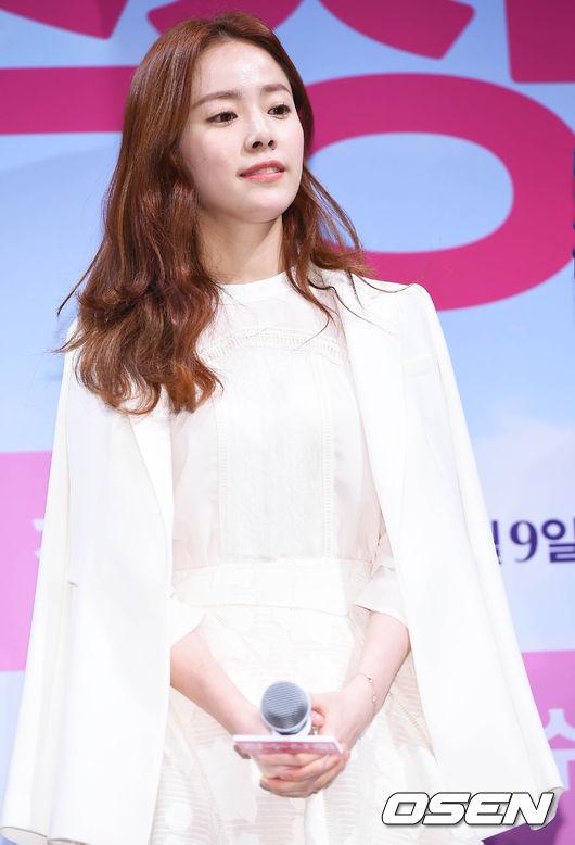 雖然已經超過30歲了,但不得不承認韓志旼的美貌和笑容還是有股春天來了的感覺(*゚∀゚*)