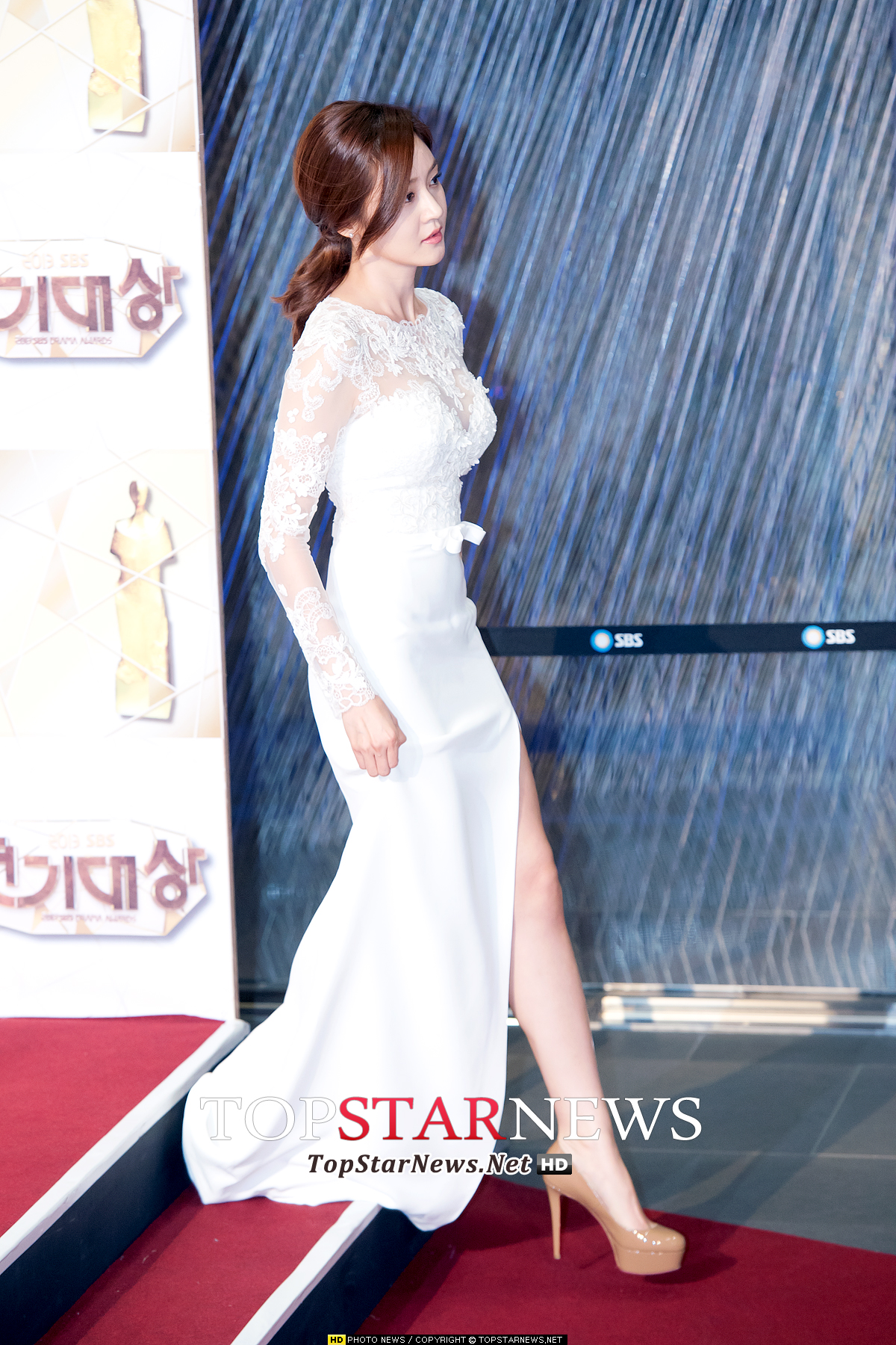 雖然年紀也已經超過30歲,但是是個在韓國男性們心中地位依然不變的女星。