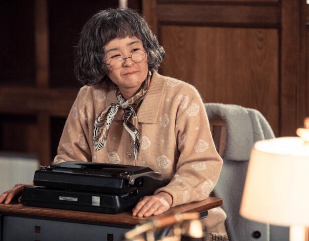 12.《Heart To Heart》車紅桃/社交恐懼症 患有這種病症的女主角車紅桃,一旦受人關注就會臉紅,常常成為人們的笑柄,她因此躲避與人交往。相依為命的奶奶去世後,紅桃的生活更加艱難。每當想念奶奶時,她就會穿上奶奶的舊衣,背上奶奶的包包,甚至扮成奶奶的樣子。