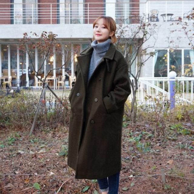 再冷一點的時候就可以加上一件OVERSIZE外套