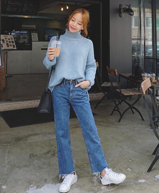 小隻的韓妞喜歡把前面隨意的塞進褲子裡,除了凹造型,最重要的還是顯腿長,哪怕你沒穿高跟鞋。