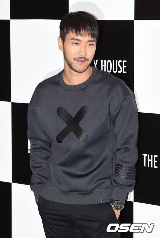 崔始源 爸爸是韓國著名的賣場—Boryung Medience(보령메디앙스)的CEO,更兼任韓國聖公會大學教授,媽媽不但是外交官,更是某世界內衣品牌的代理商。