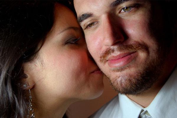 3. 濃郁的荷爾蒙香味 根據加利福尼亞大學的研究,女性在排卵期會被男性T恤上的荷爾蒙味道吸引。