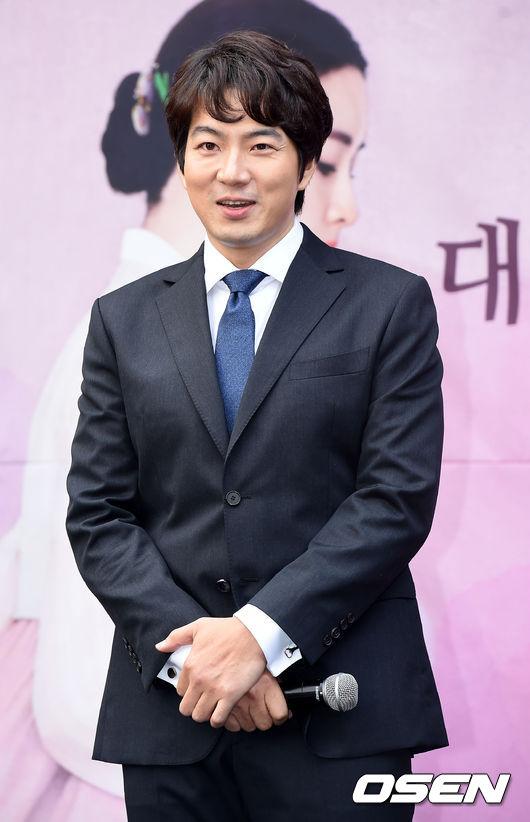 宋一國 外祖父是著名的抗日英雄金斗漢,事蹟曾被拍成電視劇《野人時代》,母親金乙東的韓國知名女演員。
