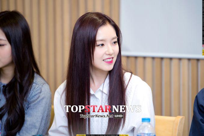 NO.10_Irene (Red Velvet) 才剛出道就因為美麗的外表而受到大眾的關注 雖然據說女生粉絲比男生粉絲  但在男生的討論榜單裡還是擠進了10名 就能看到Irene的超高人氣