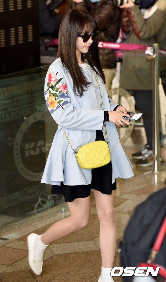 韓星們都保守的選擇了黑白兩種顏色的襪子和鞋子,你可以搭同色系,也可以白配黑。
