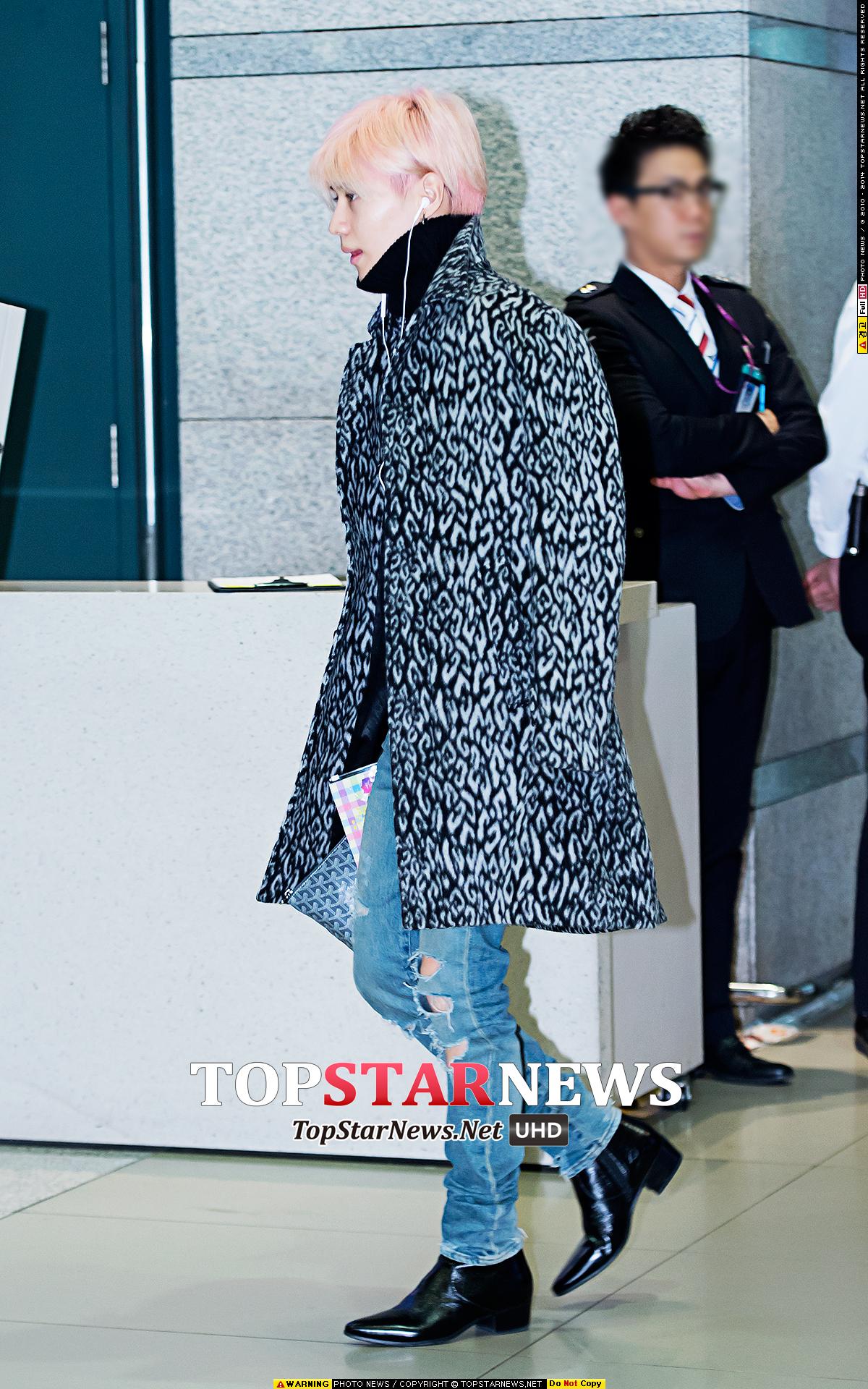 說到髮型的重要,SHINee 泰民的強烈粉色髮,成為整體機場造型的一大視線焦點!