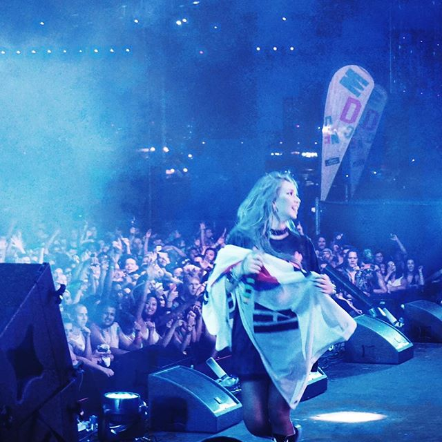 之後,CL就在美國韓國兩邊跑,在美國參加MadDecent的巡迴演出,累積當地underground的知名度