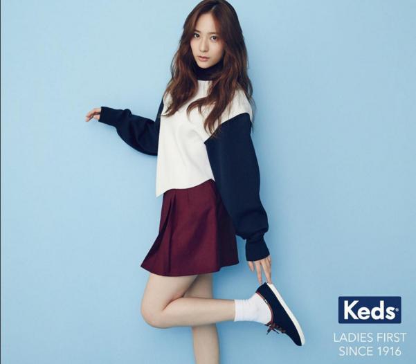 如果想要保留一點學生青春的氣息,一雙小白襪可以創造出青澀的時尚感。