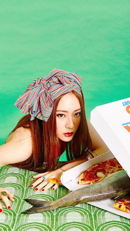 所以Krystal就拿了pizza給你~Luna吃多一點吧XD