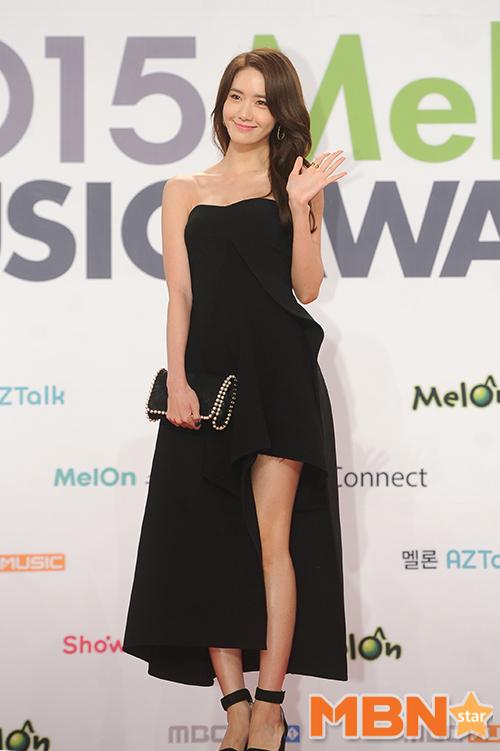 可惜的是,說好的少女時代出席,最後因為行程問題,僅由潤娥代表參加