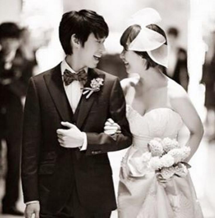 另一對甜蜜蜜的夫妻 還有tablo和演員老婆姜惠貞 不久前還在ig上 上傳兩人當時的結婚照 寫著「六年前今天」雖然是小動作 但時時刻刻想著太座大人 絕對是好男人指標