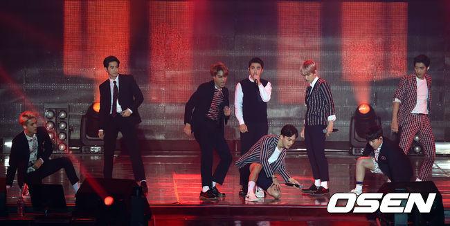 正在日本巡迴演唱的EXO,不出席也照樣抱獎回家,包含Melon Top 10獎與年度三獎中的「年度專輯獎《EXODUS》」,2015的表現可圈可點!