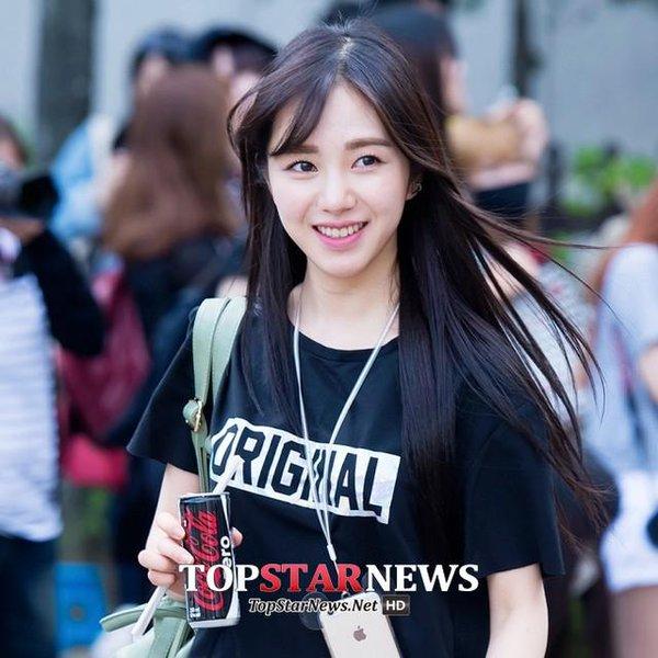 19. AOA 珉娥 有著清純魅力的珉娥也越來越被大眾所知,這張一陣風吹來頭髮飄逸的感覺好美麗♥