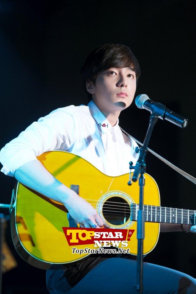 21.Roy Kim 在韓國選秀節目《Superstar K第四季》獲得冠軍的他,專輯和OST都有非常好的成績,同時還擁有暖男臉龐!