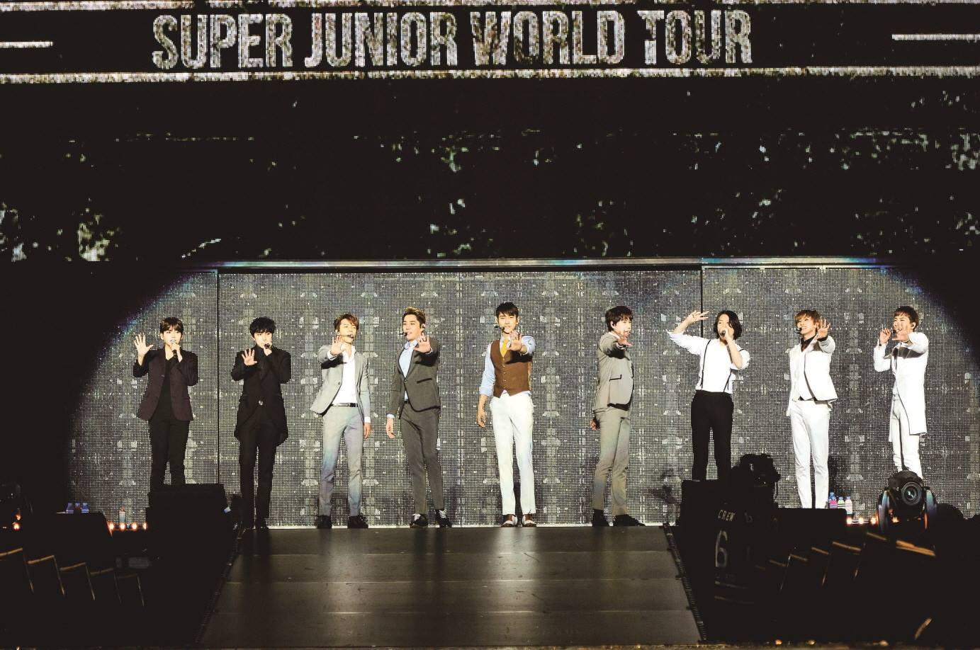 在台灣也擁有高人氣的 SUPER JUNIOR,當然也有唱進東京巨蛋啦!