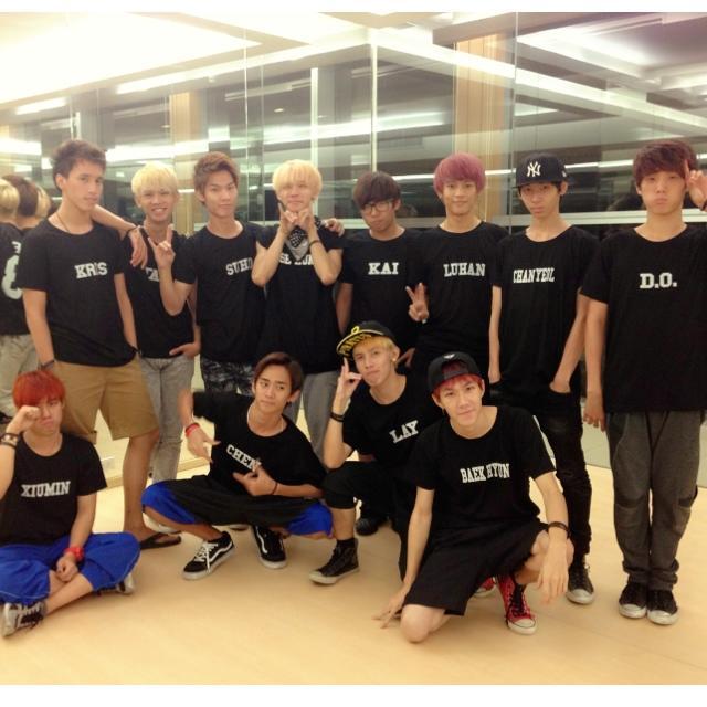 先來簡介一下這群Millenium Boy的舞團,他們從模仿EXO的舞蹈開始,每個人都會分配好EXO中的每個成員角色!當然也會分成EXO-K跟EXO-M(這是基本der~)