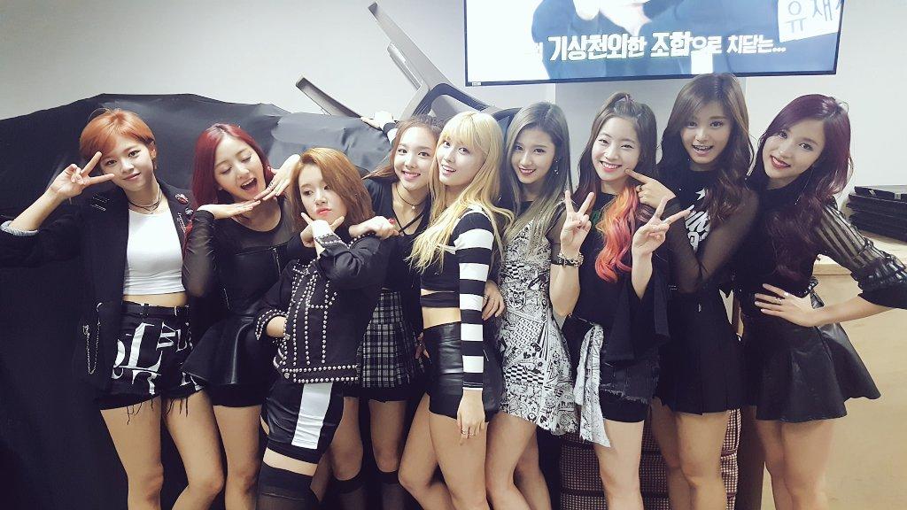 10月份才出道的JYP新女團TWICE,不要說台灣媒體一直炒黑子瑜,韓國媒體也瘋狂報導子瑜啊~(台灣妹子太對韓國人的味了嗎?)出道新歌《Like OOH-AHH》馬上就進入音樂節目的一位候補名單,聲勢驚人!