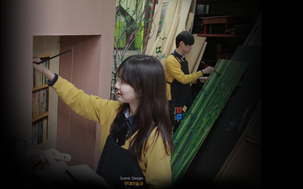 在韓國有一所神奇高中,是眾多K-pop韓流偶像、明星的母校,似乎進了這所學校就能成為明星一樣(⊙o⊙)!!... ☞它就是首爾公演藝術高中,英文校名為School of Performing Arts Seoul (縮寫SOPA),簡稱為首爾藝術高中。 跟著小編一起去看看都有哪些明星吧!