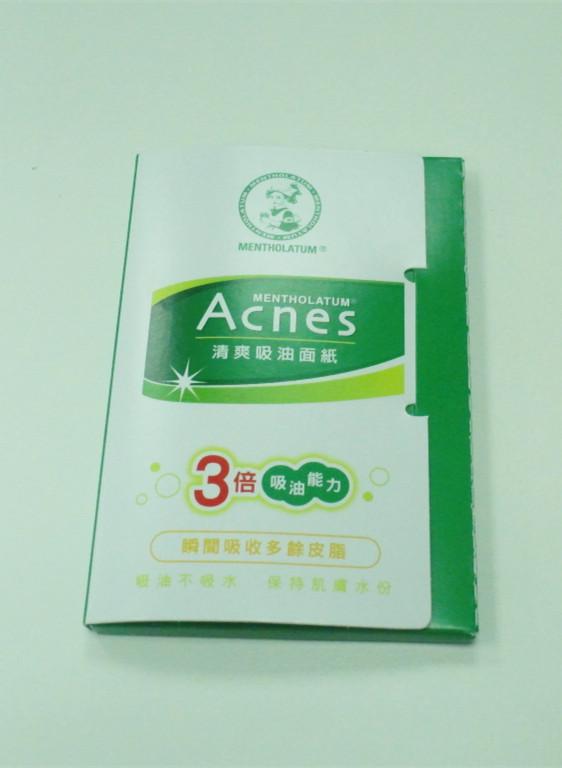 曼秀雷敦Acnes清爽吸油面紙 本身皮膚屬於乾性肌膚,但對小編來說IOPE的空氣粉餅比較油,因此隨身都會攜帶吸油面紙