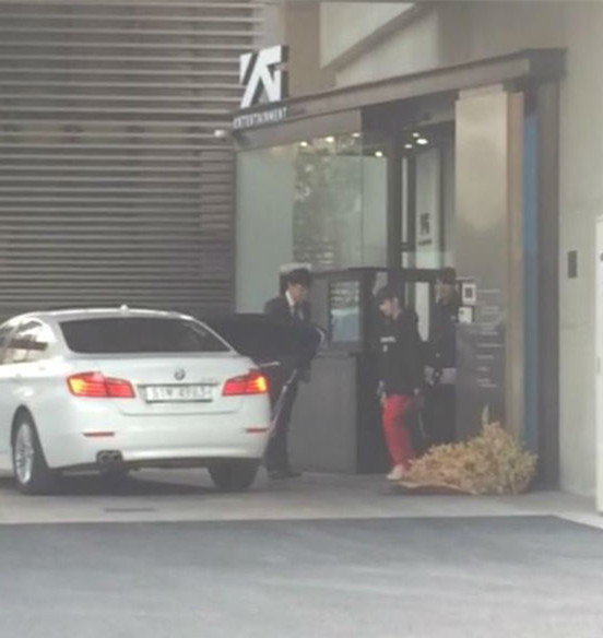不過!還記得3周前,2NE1的朴春被我們台灣粉絲目擊出入YG大樓的消息嗎?