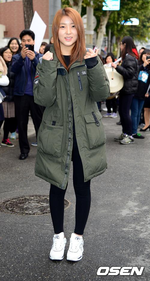11.長款防雨綢羽絨服 一到冬天,在韓國可以說男女老少都要來一件的單品,不光防水,最重要的還是壓風,冬天必須要入手一件。