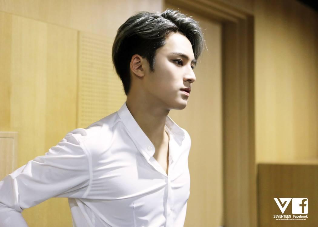 還有~奴娜不準你在外面穿這麼透又貼身的白襯衫~只能穿給我看喔~(花癡模式開啟中)