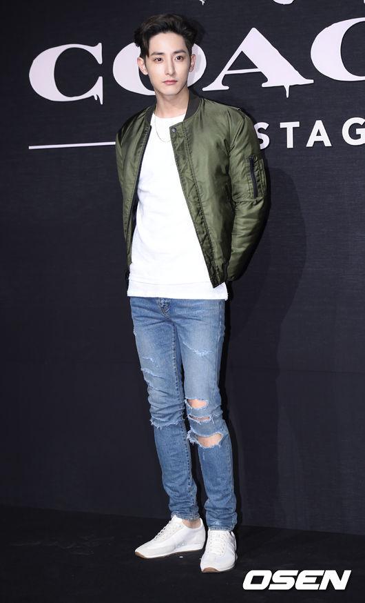 李洙赫 以模特身份活動時就因與眾不同的魅力而備受關注,如今以演員身份活動更是將這種魅力發揮到了極致。在:《白色聖誕節》、《What's up》、《吸血鬼偶像》中也有很好的演技,他還被韓國媒體稱為是「紙片美人」。
