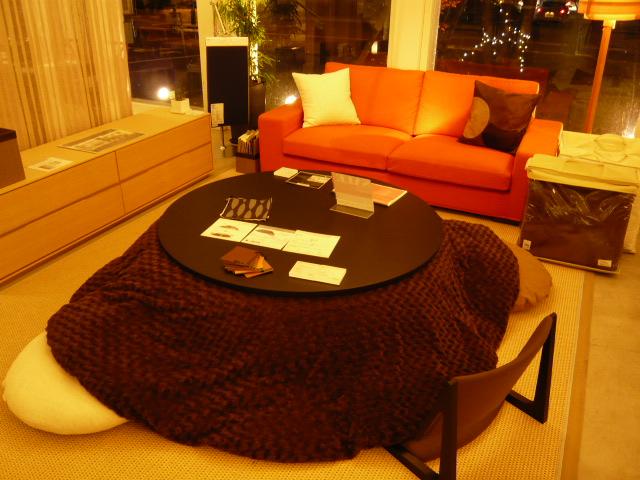暖暖桌有四方形的,也有圓形的...形態多樣,可滿足你的不同取向~♥♥~