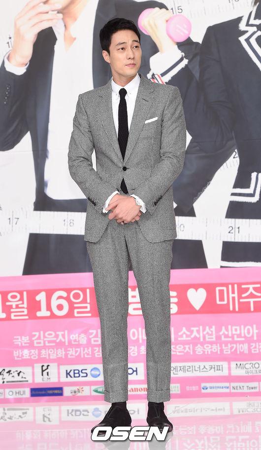 蘇志燮 「大叔」級別的演員蘇志燮曾經也是一名模特,隨著年齡的增長,蘇志燮也越發成為粉絲心目中的「精神男神」。