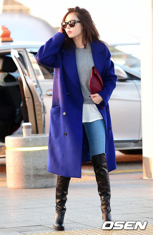 寶藍色是這幾季中很受歡迎的顏色, 沒有黑色那麼沉悶但是也相當低調優雅 穿起來也非常襯托膚色。