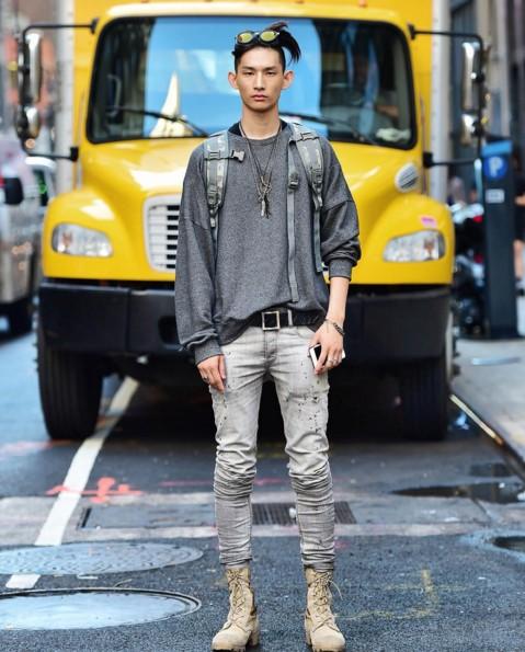 參與許多品牌與畫報拍攝的他,對於模特兒工作熟能生巧。