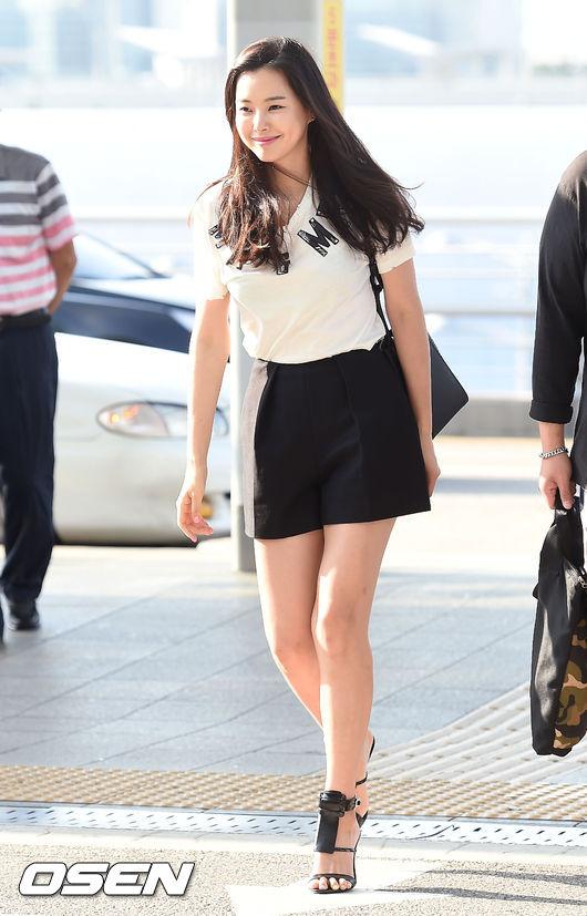 李荷妮就讀大學時,身材其實很壯碩,看見漂亮的衣服都不能買,而為了參選韓國小姐努力減肥,靠著檸檬排毒也達到了一定的效果!