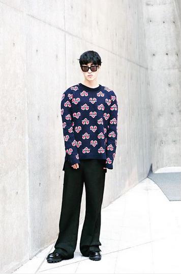 這位就是設計師고태용(Ko Taeyong),beyond closet也是今年10月首爾時裝週參展的品牌之一喔!