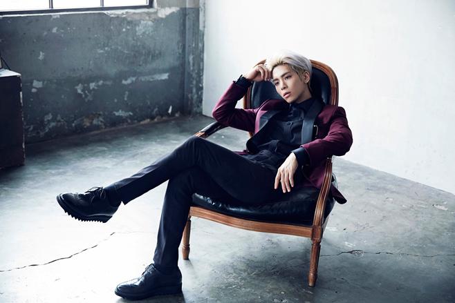 2015.09.17 鐘鉉《The Collection Story Op.1》  今年年初發行首張 SOLO 專輯的鐘鉉,也在 9 月的時候發行首本創作集,從金歌手晉身成為金作家,不管是創作還是嗓音,鐘鉉都很有自己的特色。