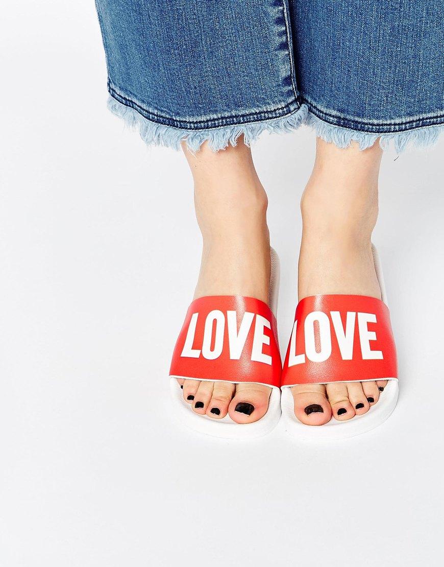 另外這種鞋背上坐滿版文字設計的也在國外很流行!