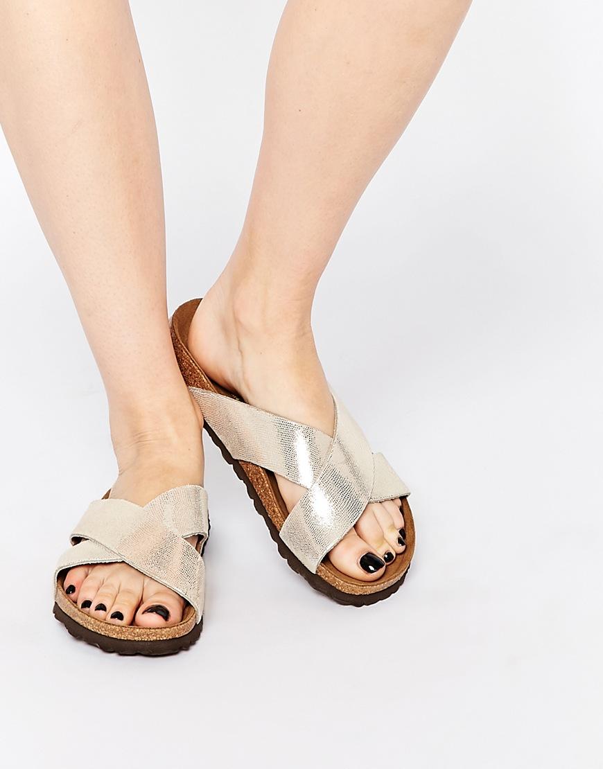 大家很喜歡的勃肯鞋,也推出不少金屬風格的設計款,穿起來格外亮眼!
