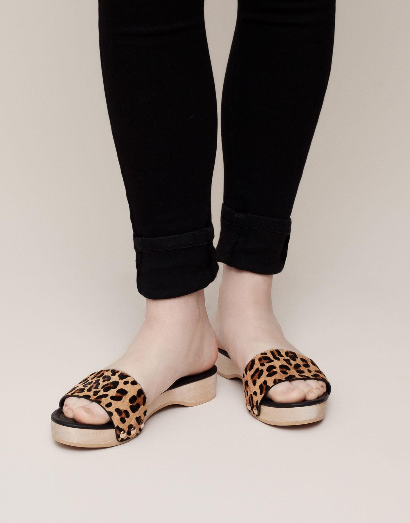 喜歡窄版設計的,也可以選擇有點跟,鞋背帶設計比較特別的款式,就不會那麼單調了!