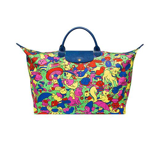 還要再介紹另一款10周年限量旅行袋♬ 琳瑯滿目的色彩用可愛小動物圖案佈滿,不管哪一季都覺得活潑可愛♥