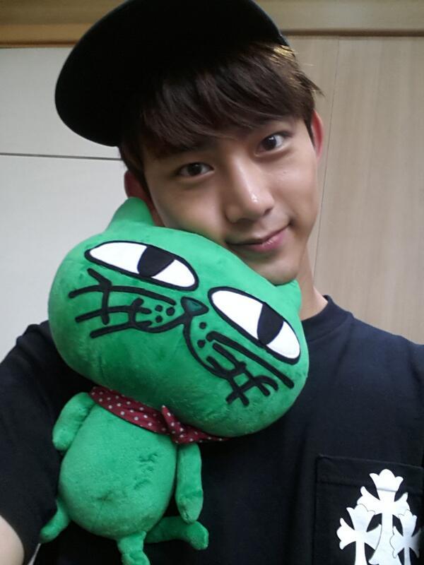 2PM 的澤演也是 1988 年出生的偶像之一。