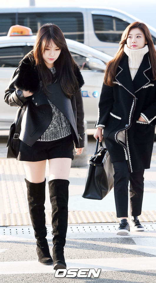 >Girl's Day珉雅一身帥氣的黑&灰,短褲與膝上靴的長度抓得剛好,反而可以修飾個頭嬌小的問題♥