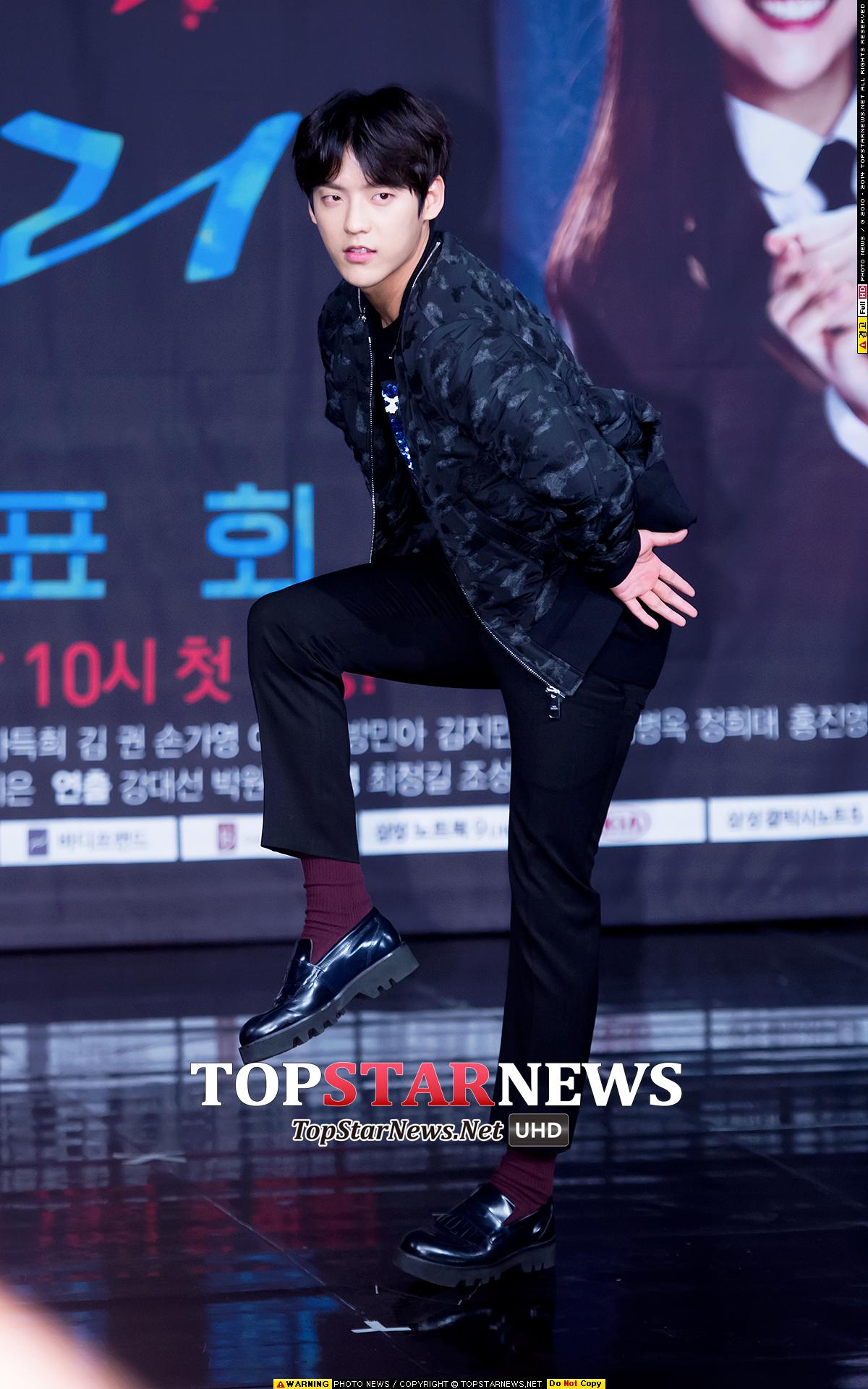 可能是出場都已經丟臉成這樣,旼赫之後就放膽搞笑拍照了~這是什麼old school的pose啊~