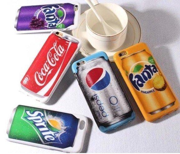 現在有出現很多翻玩食物圖案的手機殼~能想到的食物&零食幾乎都能被運用! 到底是在喝飲料還是玩手機呢?