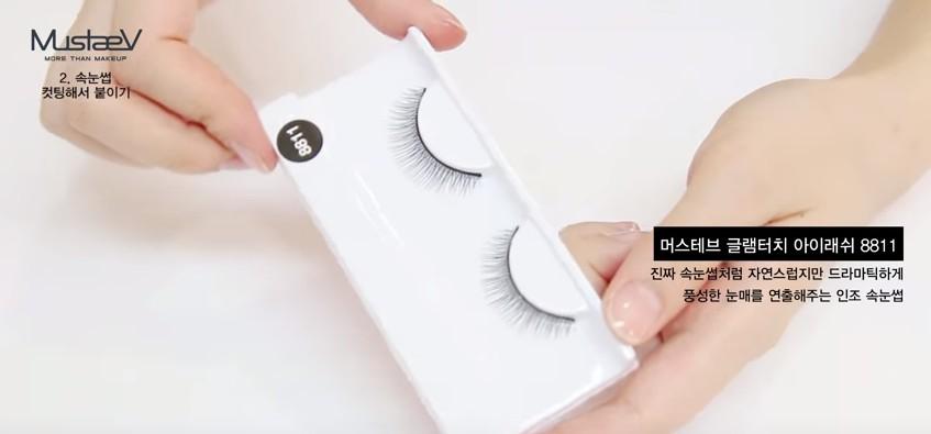 技術比較好的人可以使用單株假睫毛種植,可以買一盒都是單株假睫毛的,也可以這樣適合娃娃妝的扇形假睫毛回來自己修剪。