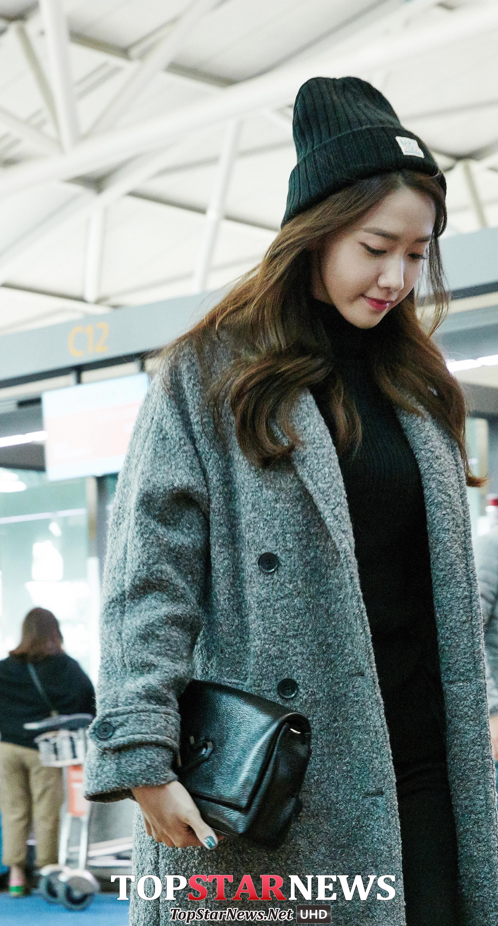 最後來看看前陣子才來到台灣的潤娥★時髦指數:95% 寬鬆大衣加上針織帽既甜美也讓全身的輕重得到適當平衡喔~