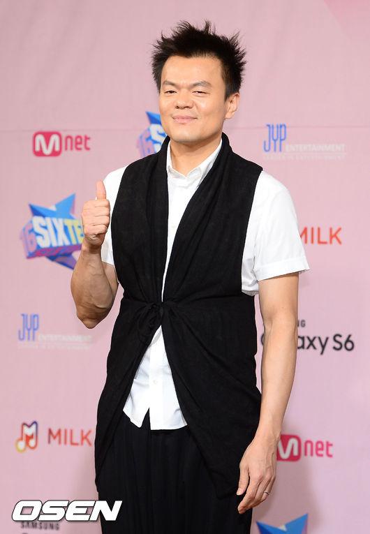 第一位公布的名單就是...朴軫永!沒錯!就是 JYP 本人!